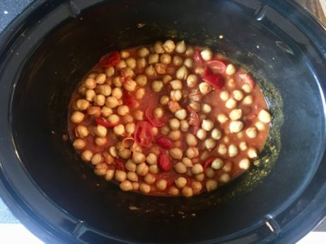 Výrazná indická cizrna sdatlovými rajčátky