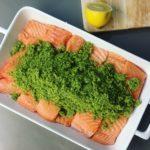 pečený losos v bylinkové krustě bez lepku