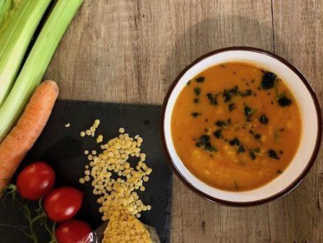 Pokud máte slow cooker /pomalý hrnec, vyzkoušejte čočkovou polévku . Je skvělá.