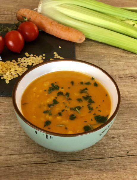 Polévka ze žluté čočky recept nejen pro pomalý hrnec.