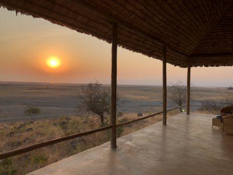 Neuvěřitelný západ slunce nasavanou vTanzánii (oblast jezero Manyara)