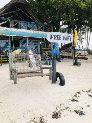 Plážový bar naKiwengwa beach naZanzibaru.