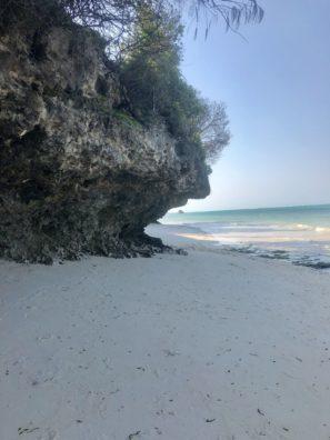 neuvěřitelné přilivy aodlivy naZanzibaru. Některé pláže během přílivu úplně zmizí