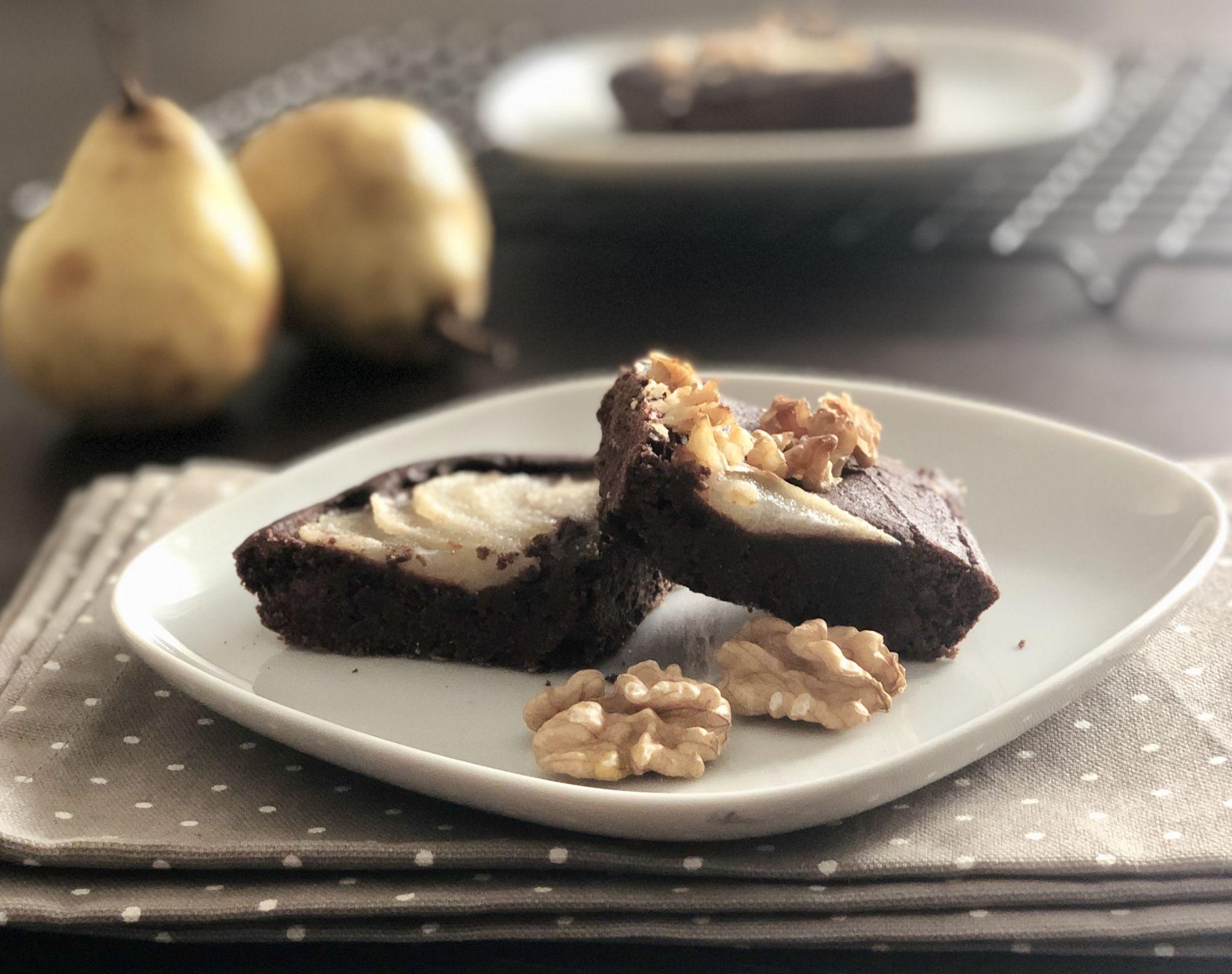 kakaový koláč bez lepku, mléka a cukru.